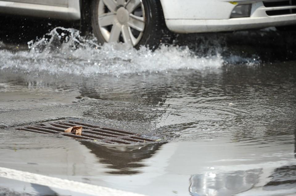 Автолюбителей призывают быть предельно внимательными за рулем в непогоду