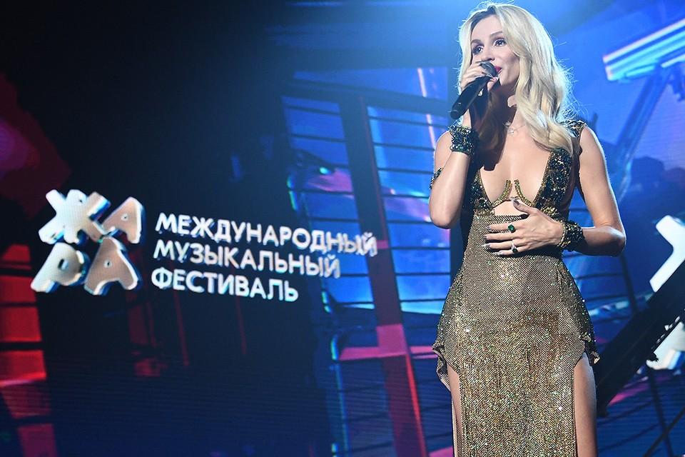 """Светлана Лобода на сцене """"Жары""""."""
