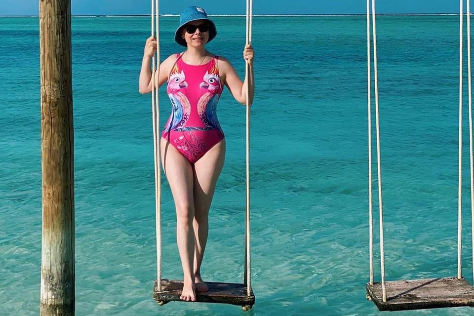 Татьяна Брухунова во время пляжного отдыха на Мальдивах.