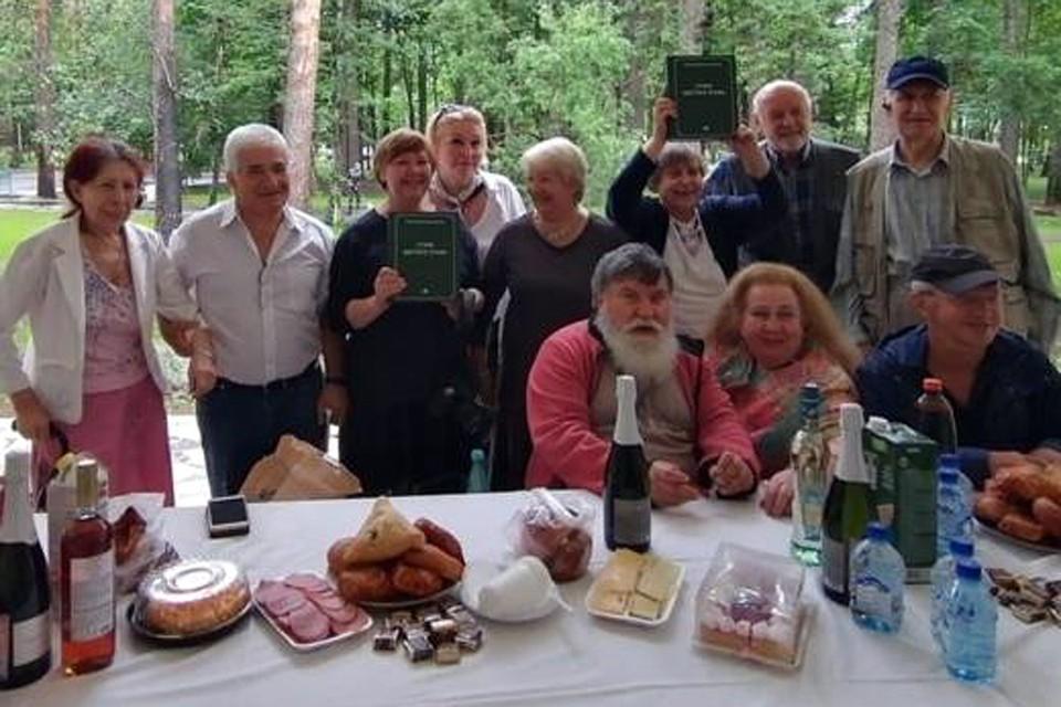 Книга выпущена издательством «Художественная литература» с участием Клуба журналистов всех поколений КП