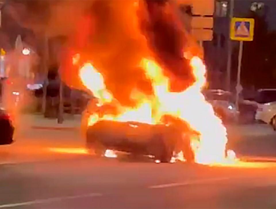 В Москве сгорела иномарка за 5 млн рублей