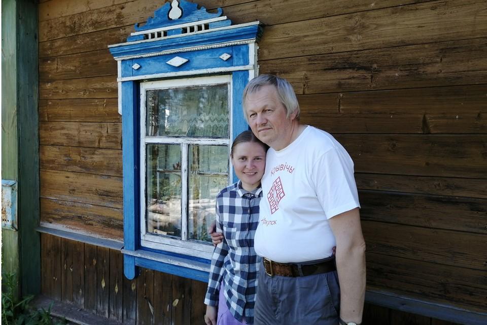 Олег с женой Олей поселился в доме, который построил еще его дед.