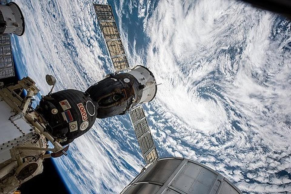 Период циклонов продлится до середины осени. Фото: Инстаграм космонавта Олега Артьева.