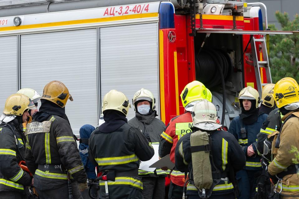 Пожар уничтожил квартиру в жилом доме в Красногвардейском районе Петербурга