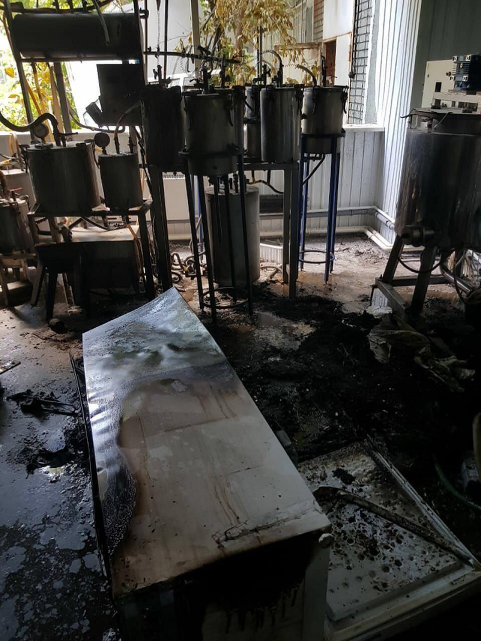 В Академгородке произошла технологическая авария в одной из лабораторий по производству экстрактов трав. Пострадал человек. Фото ГУ МЧС России по Томской области.