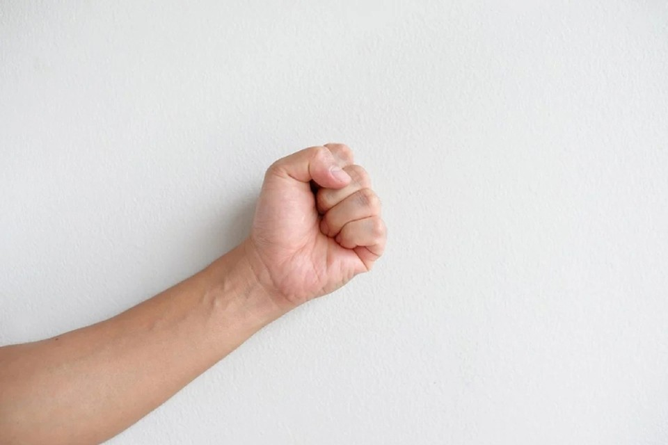 Пьяный мужчина набросился на знакомую с кулаками в пылу ссоры. Фото: pixabay.com