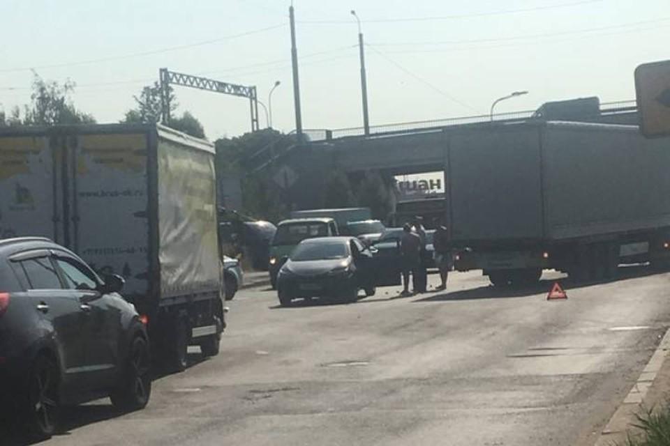 ДТП спровоцировало пробку в сторону КАД на севере Петербурга