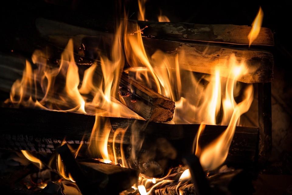 В Югорске при пожаре в частном доме сгорела шестилетняя девочка Фото: pixabay.com