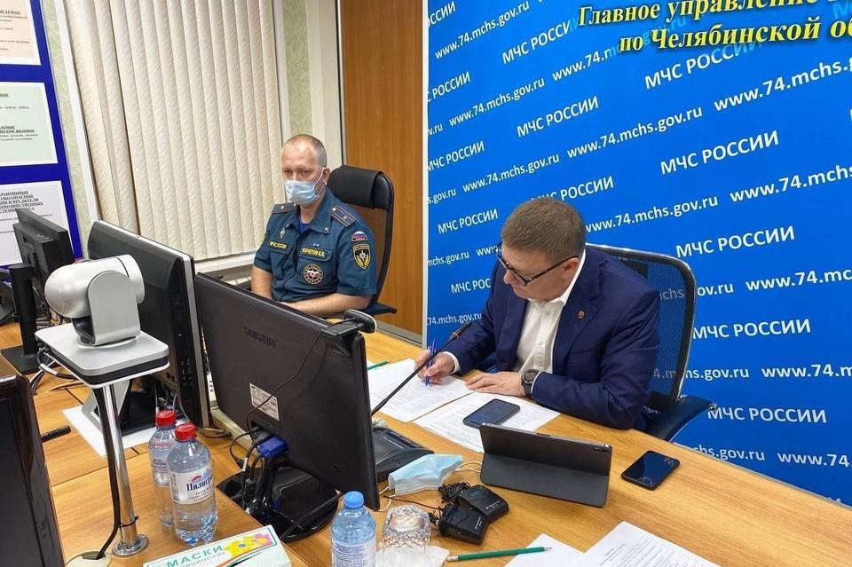 Губернатор рано утром собрал оперативное совещание по борьбе с лесными пожарами, бушующими на юге области. Фото: телеграм-канал Е-область.