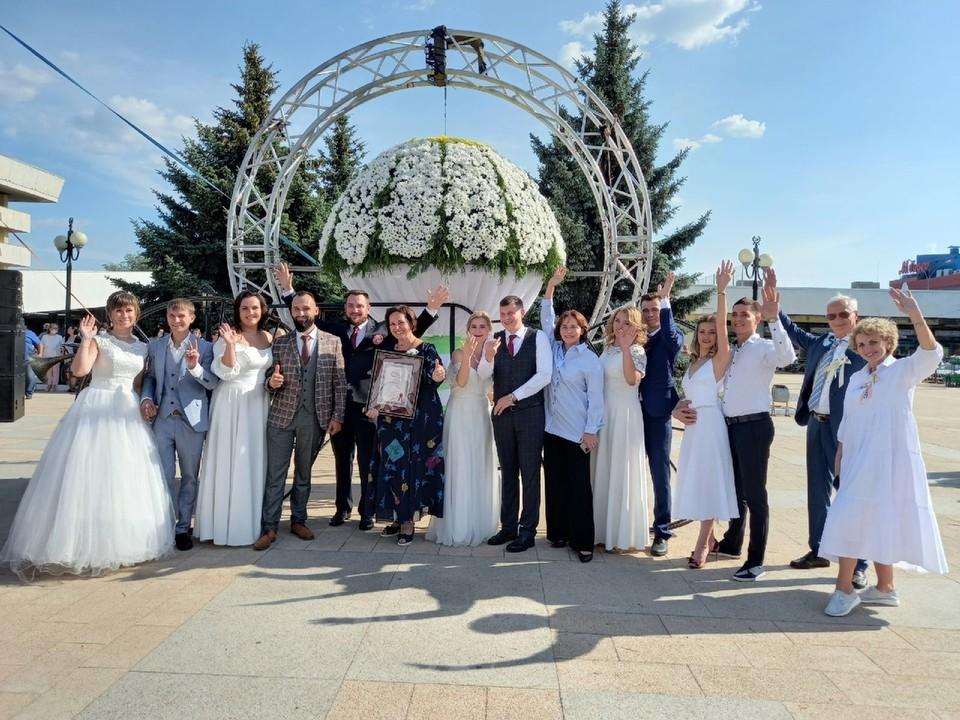 В Тольятти создали самый большой в России свадебный букет