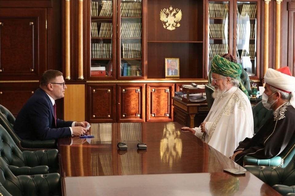 Губернатор Алексей Текслер встретился с Верховным муфтием Талгатом Таджуддином. Фото: gubernator74.ru
