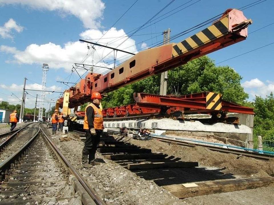 Более 14 км бесстыкового пути железнодорожники уложат на участке Гагарин – Уваровка Белорусского направления МЖД в июле.