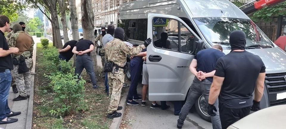Силовики задержали сразу 10 человек. Фото: пресс-служба ГУ МВД по Ростовской области.
