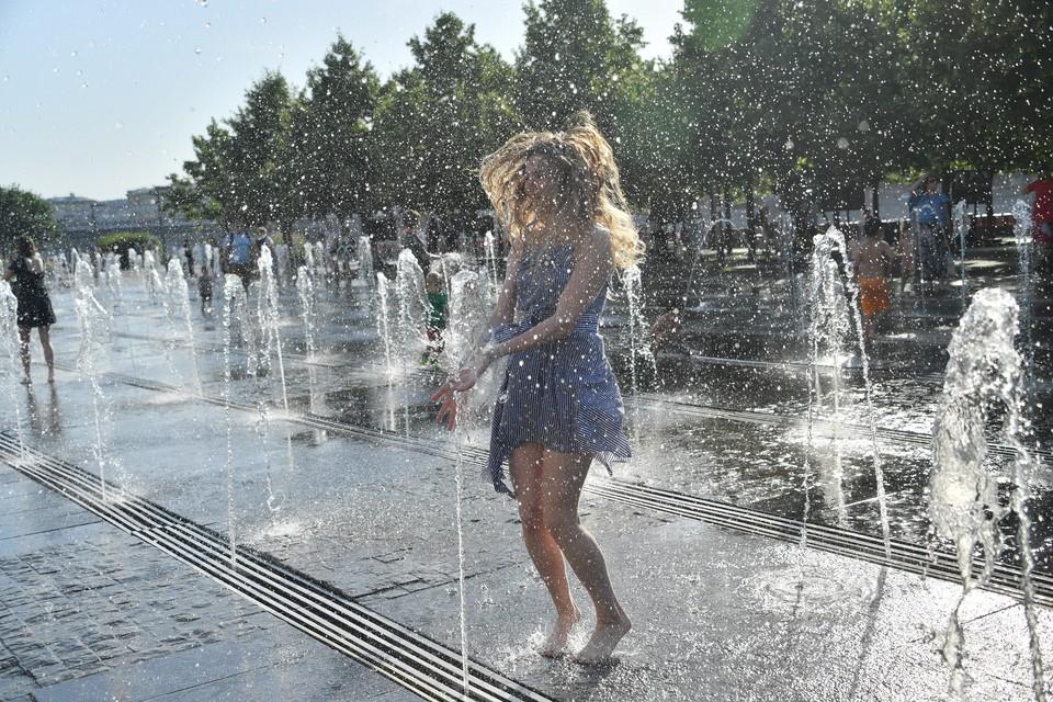 Еще одно хорошее средство в жару – контрастный душ.