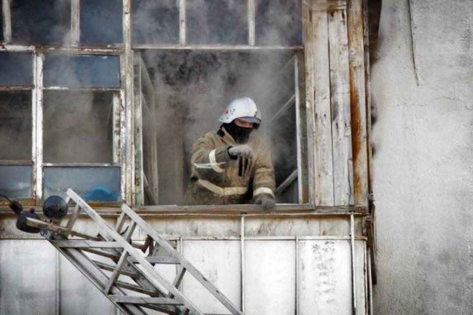 Пожарные оперативно прибыли на место трагедии, однако трех человек спасти так и не удалось