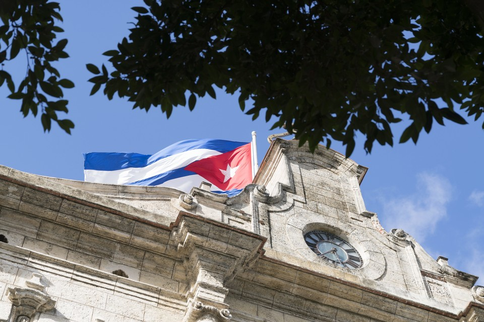 Президент Кубы просит сторонников выйти на улицы для предотвращения провокаций