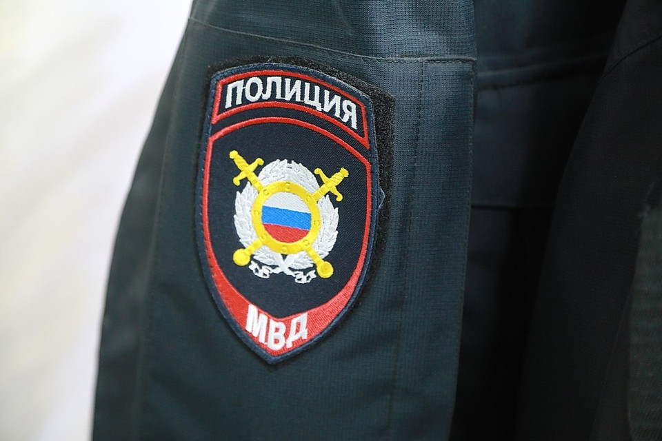 Нетрезвый мужчина после драки сломал зеркала припаркованным машинам в Красноярске