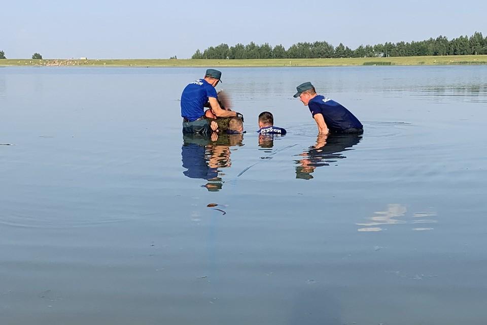 В Пуховичском районе девочка-подросток наступила на трос во время купания, он вонзился в ногу. Фото: МЧС.