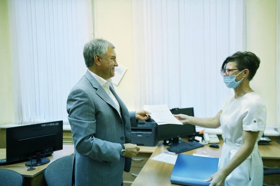 Володин подал документы в окружную избирательную комиссию