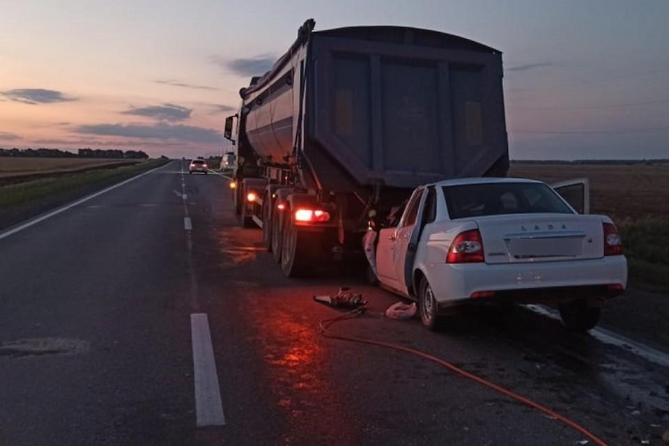 Автоинспекторы выясняют детали ДТП. Фото: отдел пропаганды УГИБДД