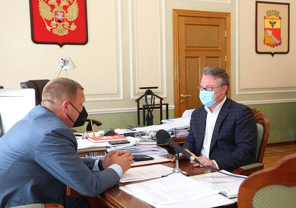 Другой совместный проект, который стартовал в Воронеже еще весной, касается ремонта подъездов многоквартирных домов, где расположены квартиры ветеранов