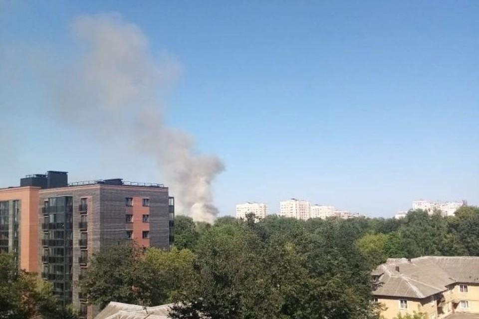 Очевидцы снимают пожар.
