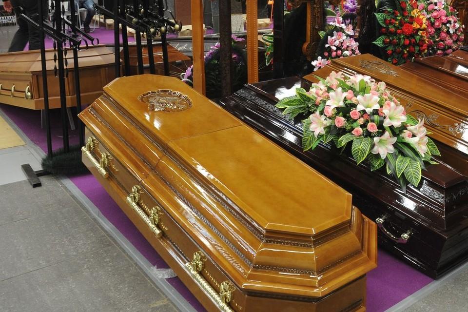 Под Новосибирском женщина покончила с собой и попросила похоронить ее в закрытом гробу.