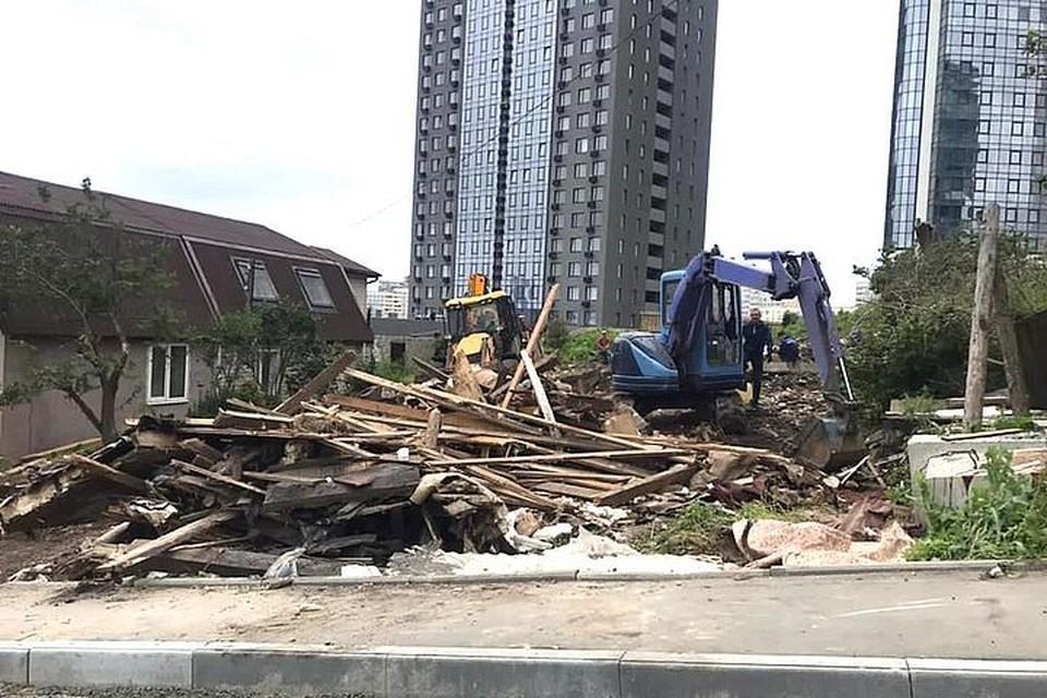 Заброшенные аварийные здания во Владивостоке идут под снос.