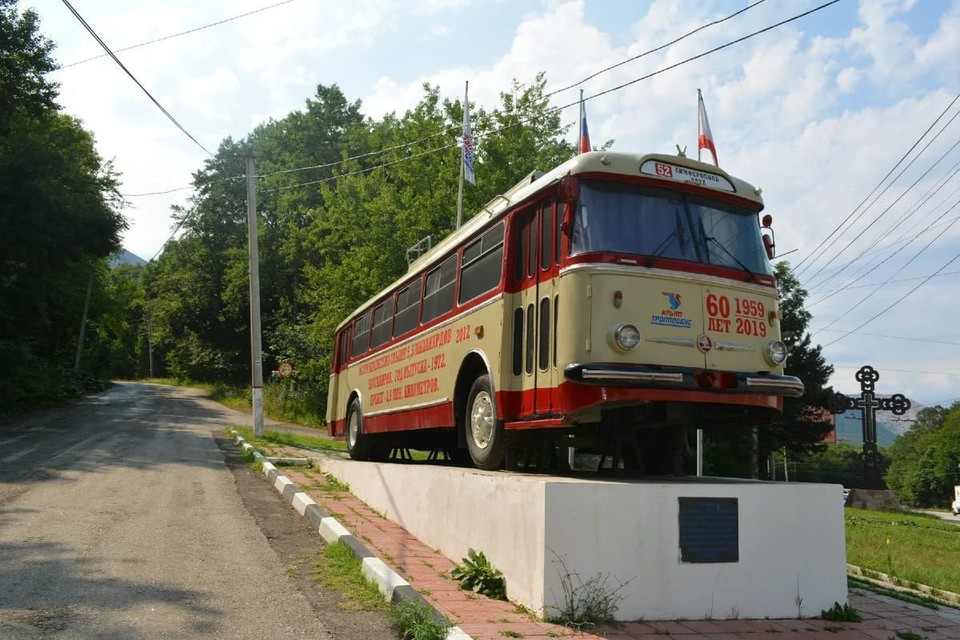 Междугороний троллейбус уже стал объектом показа на Ангарском перевале. Фото: Крымтроллейбус