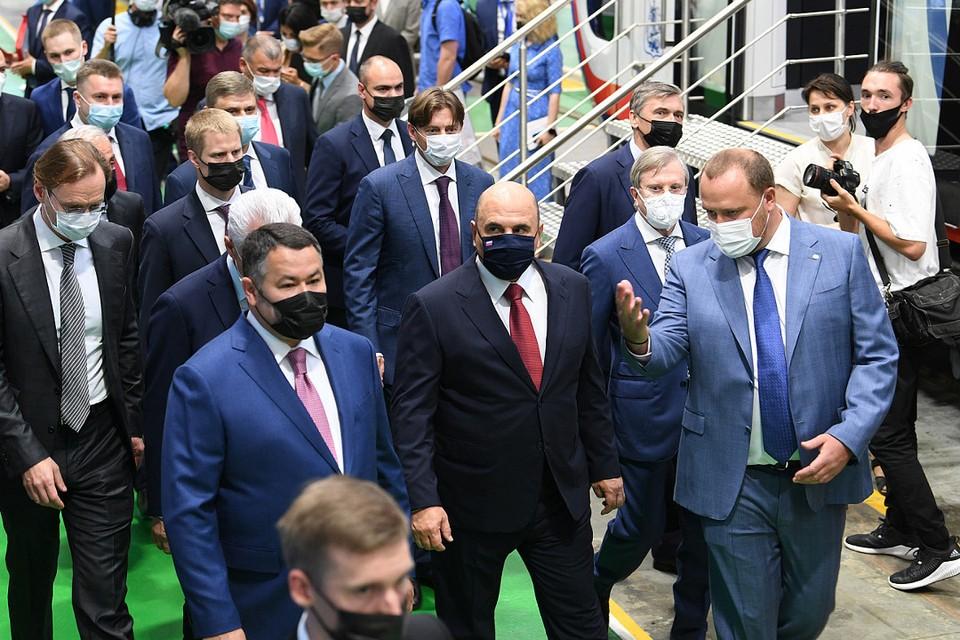 Михаил Мишустин, Игорь Руденя и другие высокие гости в ходе визита следовали антиковидным правилам. Фото: ПТО