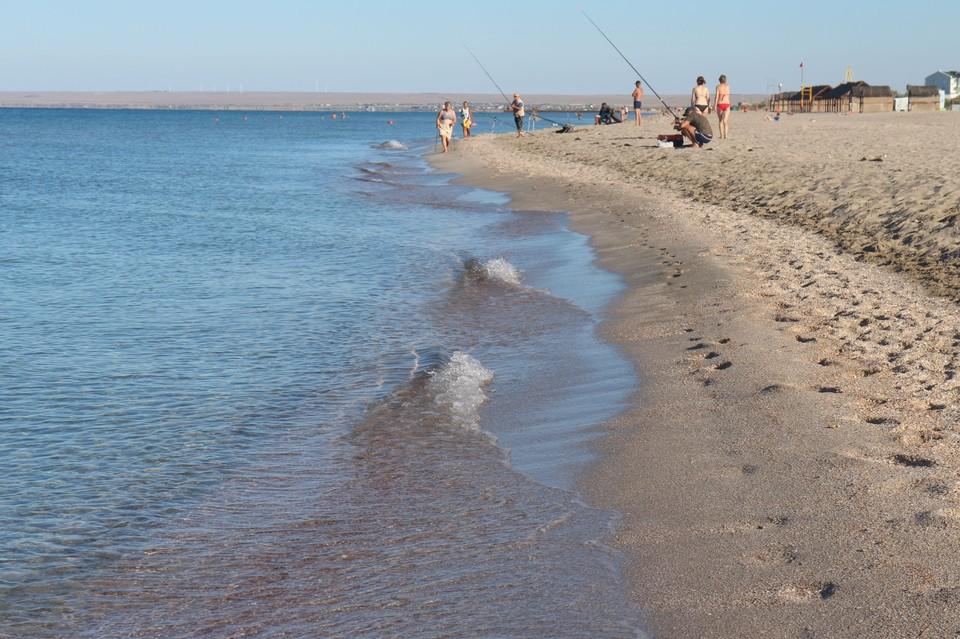 В Крыму очень хорошо отдыхать на пляже у моря.