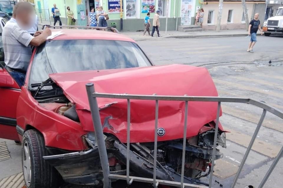 Обе машины сильно помяло. Фото: пресс-служба МВД по РК.