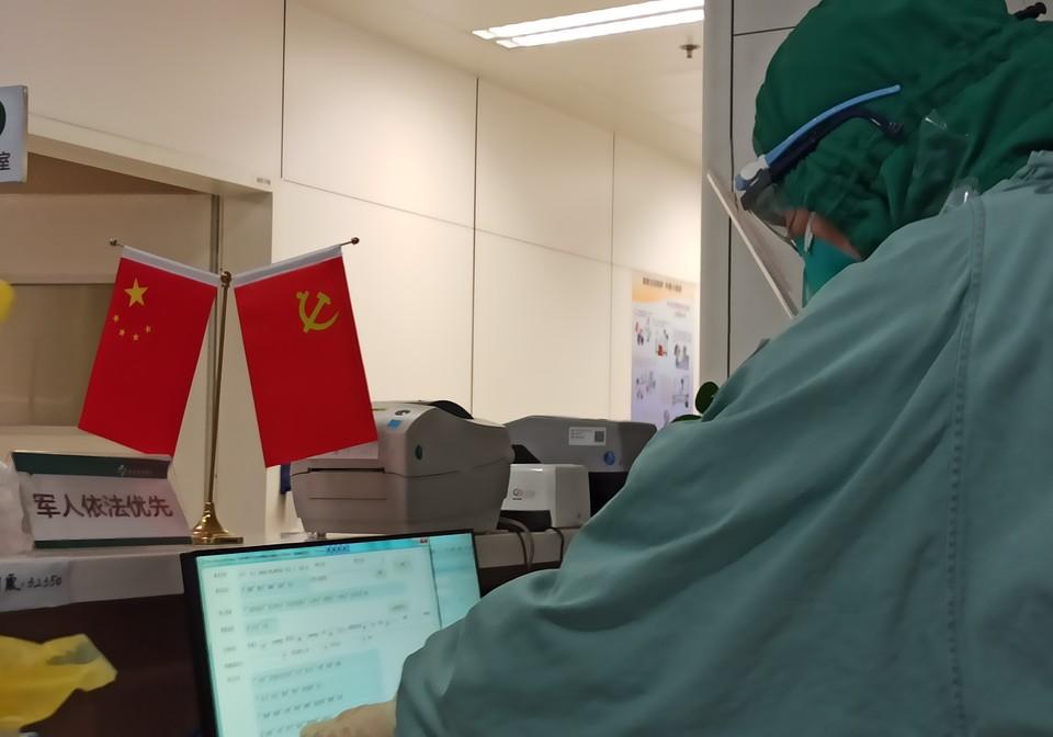 В ковидном госпитале инфекционной больницы Краснодара осталось 10% свободных коек