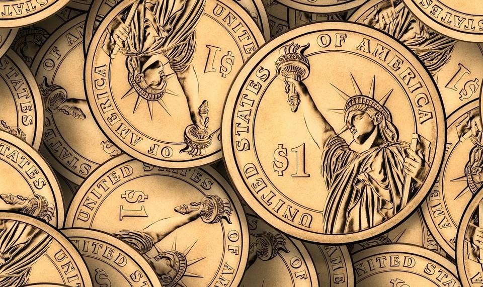 Курс доллара падает с понедельника и достиг 425 тенге