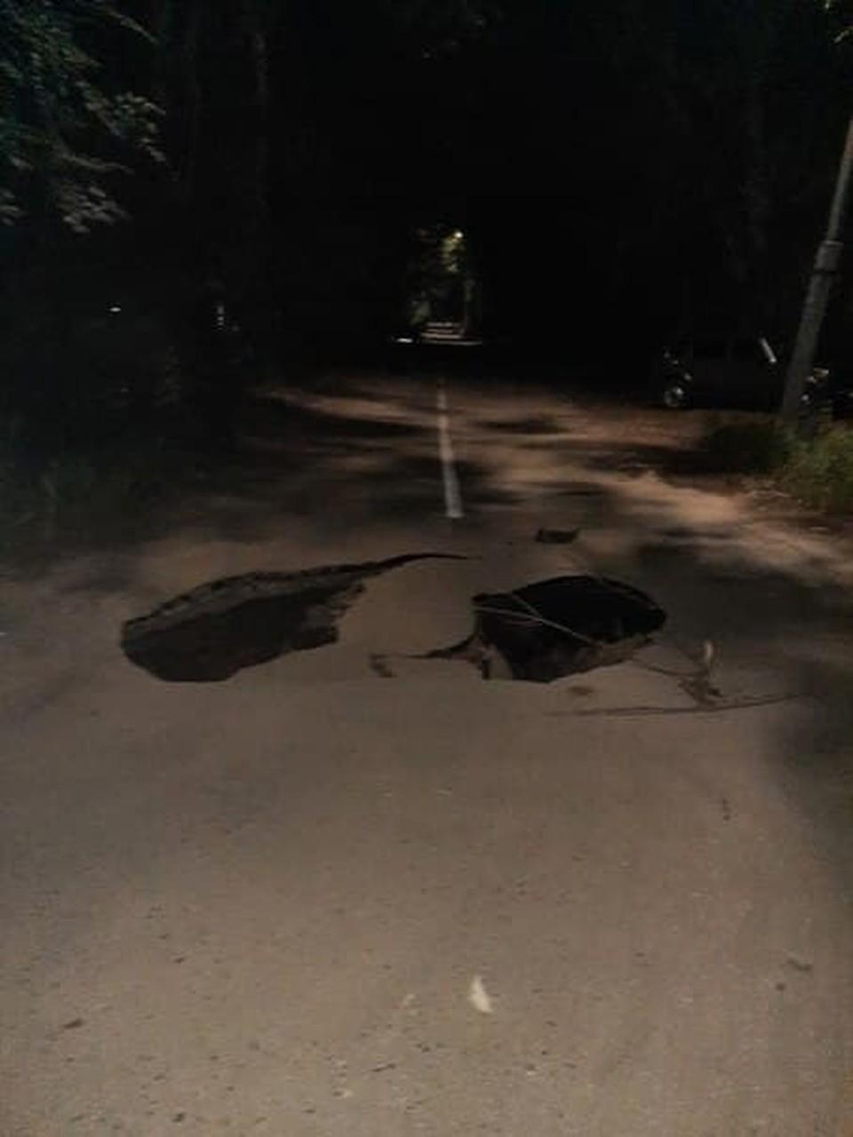 В Заводском районе нашли провал на дороге