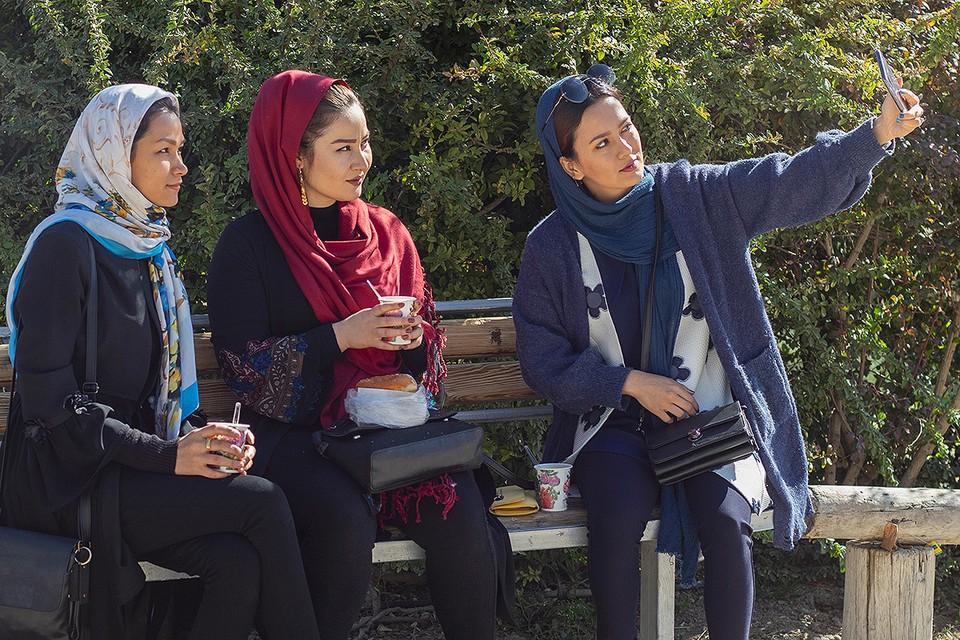Власти Ирана крайне озабочены демографической ситуацией в стране, повышением возраста молодых людей, вступающих в брак, а также снижением рождаемости.