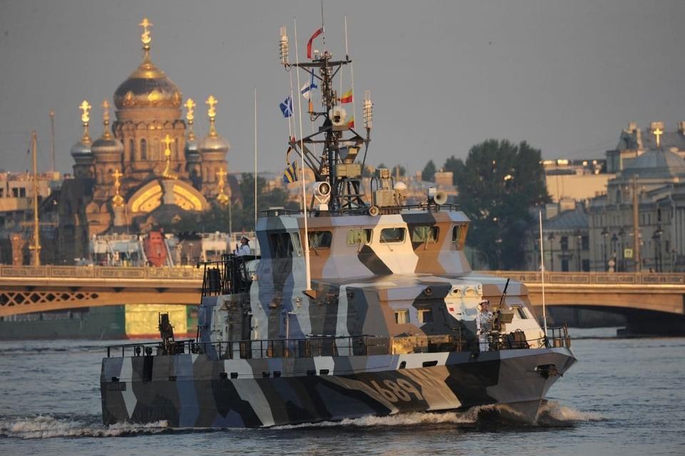 Боевые корабли вновь зашли в Неву.