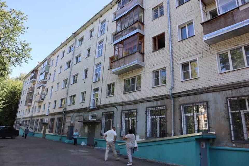 Жильцы дома опасаются, что из-за большой влажности дом со временем может разрушиться. Фото: onf.ru
