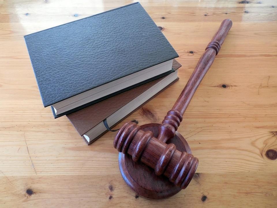 17-летний астраханец предстанет перед судом за распространение интимных фотографий бывшей девушки