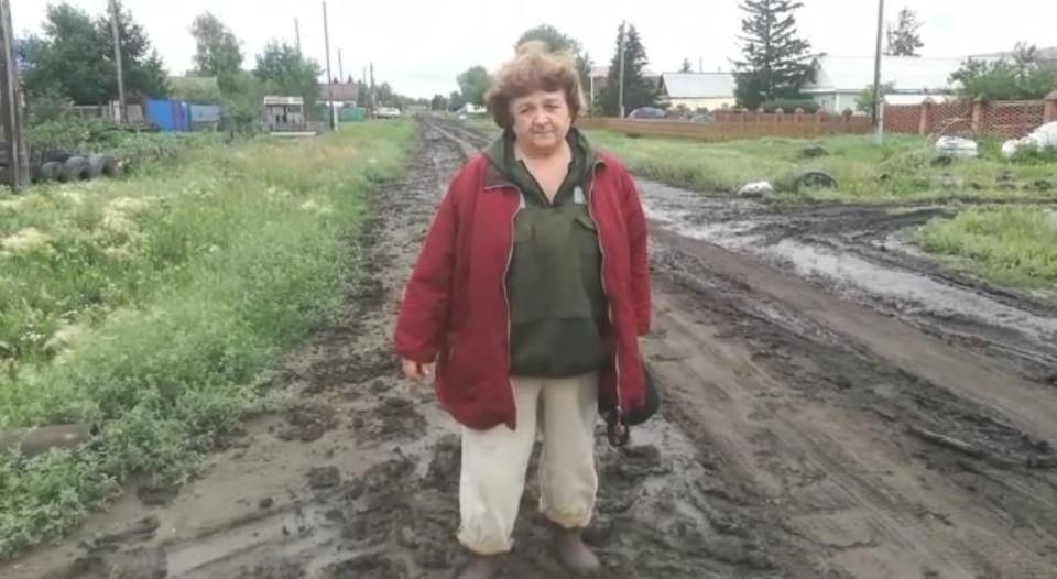 Дорога в Верхнем Карбуше в дождь похожа на месиво.