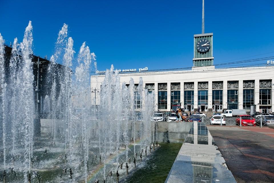 На Финляндском вокзале пообещали открывать больше дверей, чтобы избежать столпотворения.