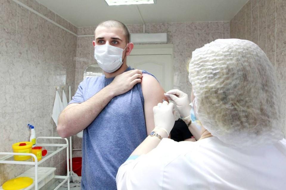 Иммунизация против коронавируса продолжается.