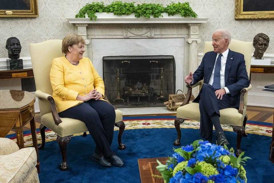 """Байден и Меркель одобрили """"Вашингтонскую декларацию""""."""