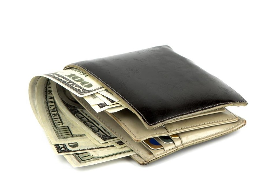На выходных курс доллара немного снизится