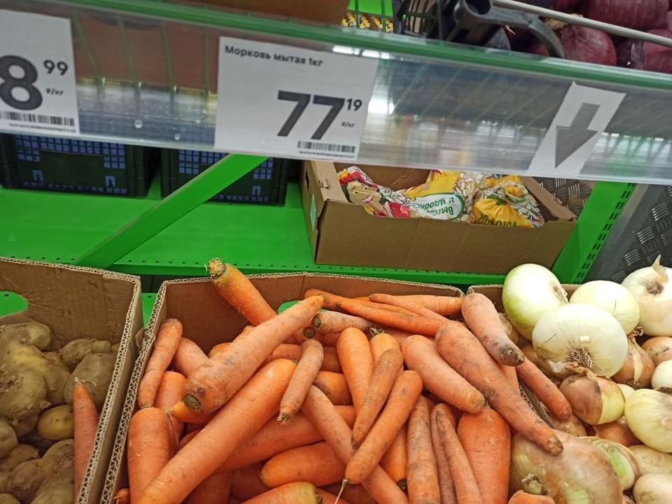 Цены кое-где снизились - уже не 120 рублей морковь