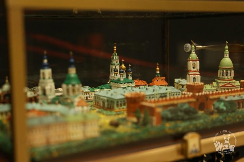 Тулякам предлагают погрузиться в прошлое вместе с миниатюрами Сергея Сабины