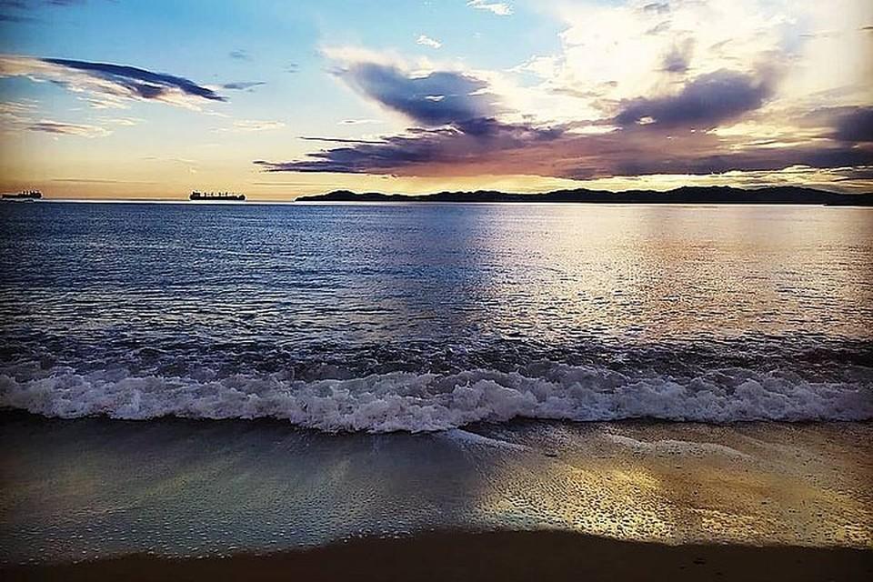 ЧП случилось на популярном городском пляже в вечернее время.