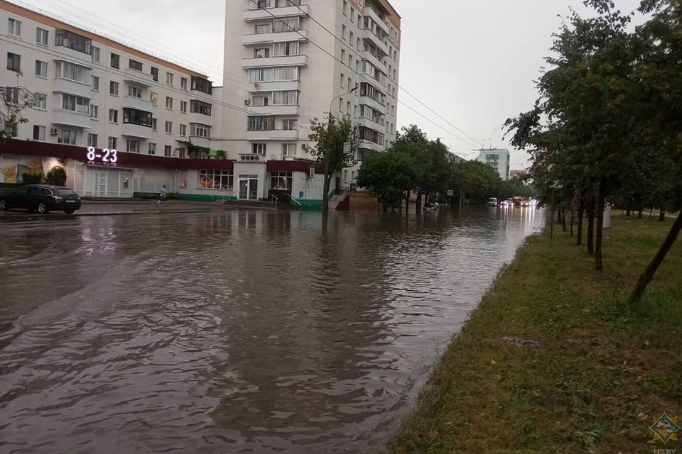 Последствия непогоды 17 июля устраняют в Беларуси. Фото: МЧС