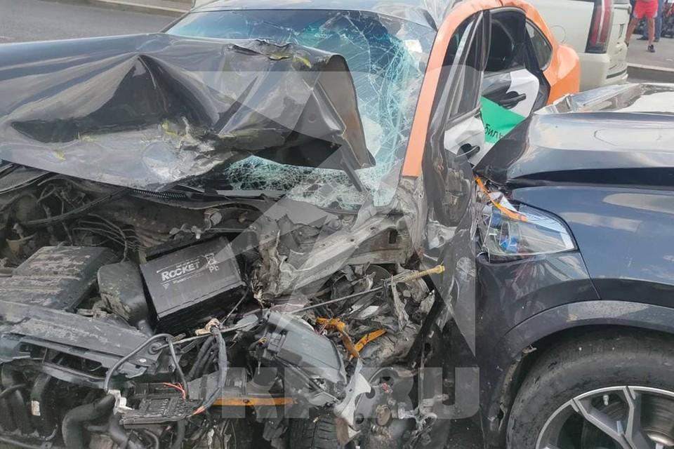 Два человека пострадали в результате столкновения автомобилей