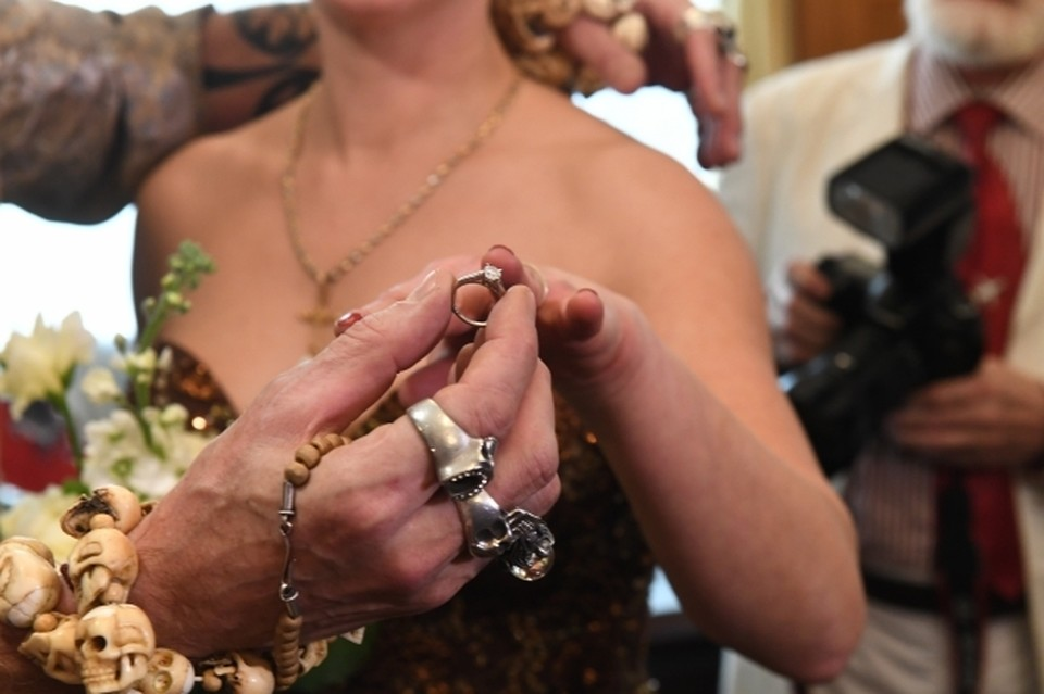 Большинство браков было заключено в областном центре.